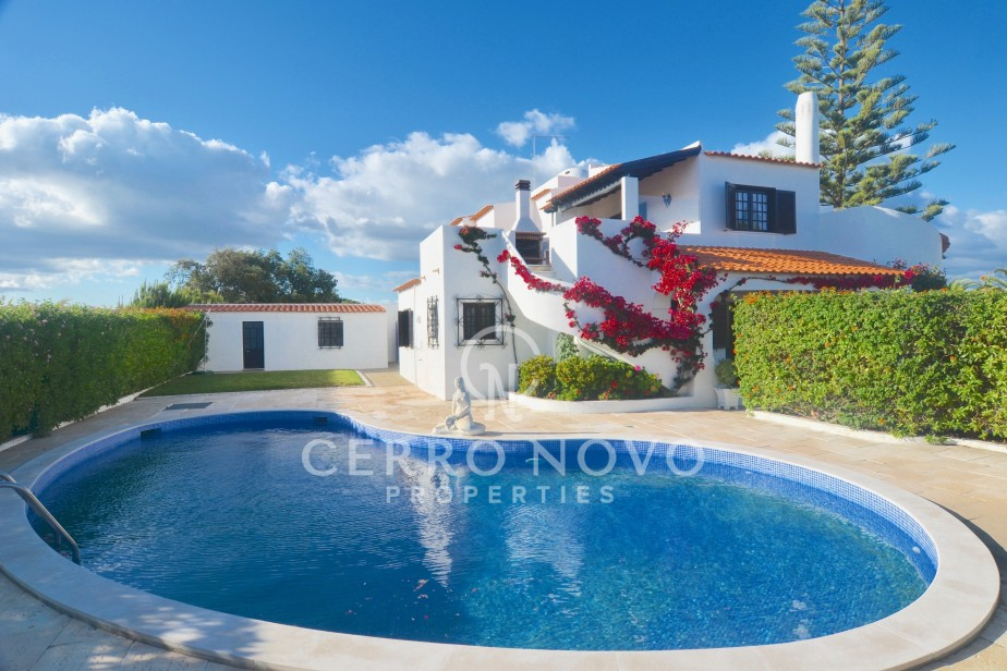 Spacious villa  close to town and beach with sea views