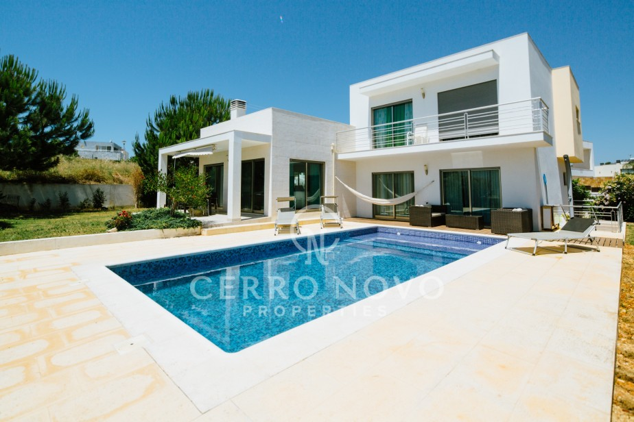 Modern design and quality four bedroom villa with salt water pool