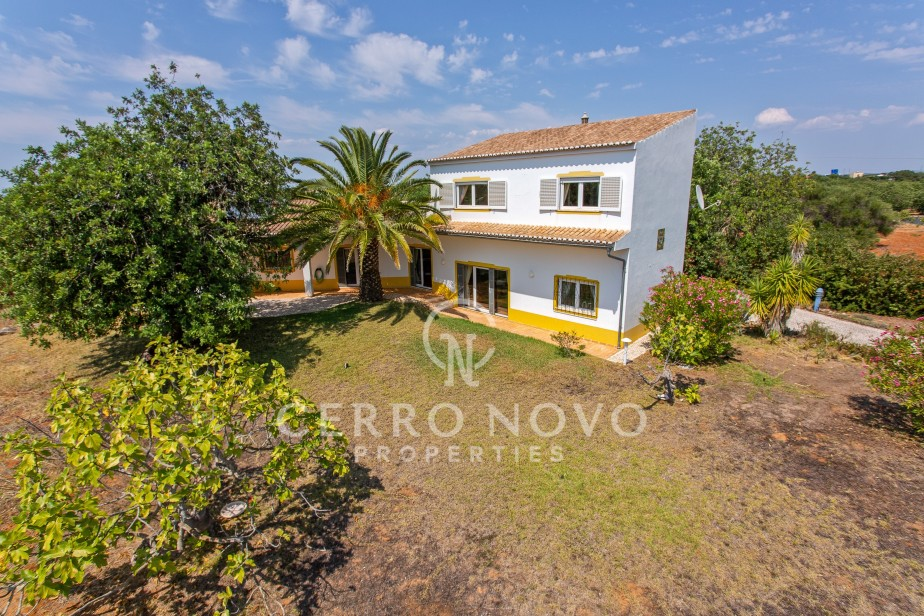 Attractive, private, rural villa with three ensuite bedrooms
