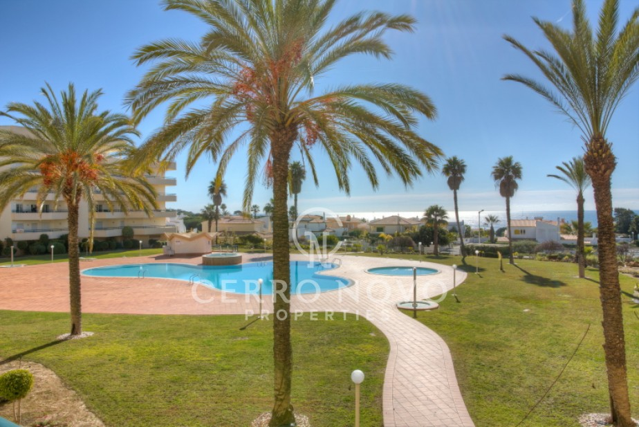 Three bedroom apartment with superb sea view