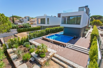 Newly built five bedroom contemporary villa near Falésia beach
