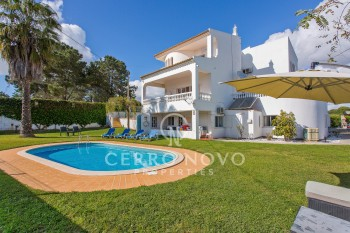 Large villa with private heated pool