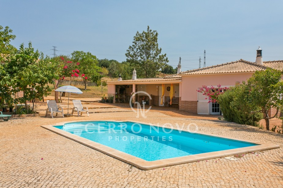 Four bedroom country villa with annex on large plot