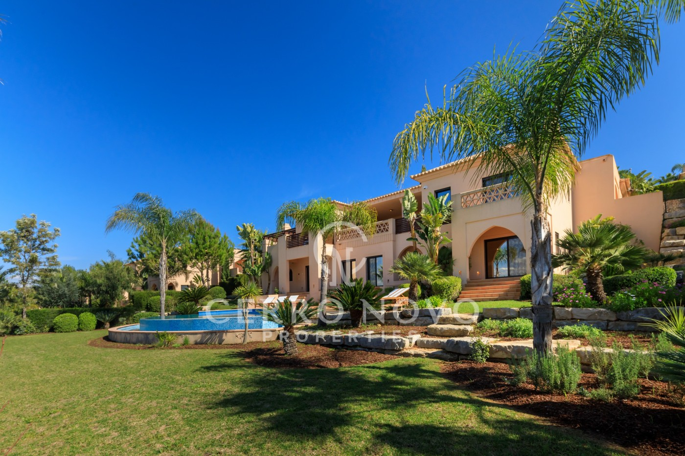 Four bedroom villa overlooking the golf course in the Algarve