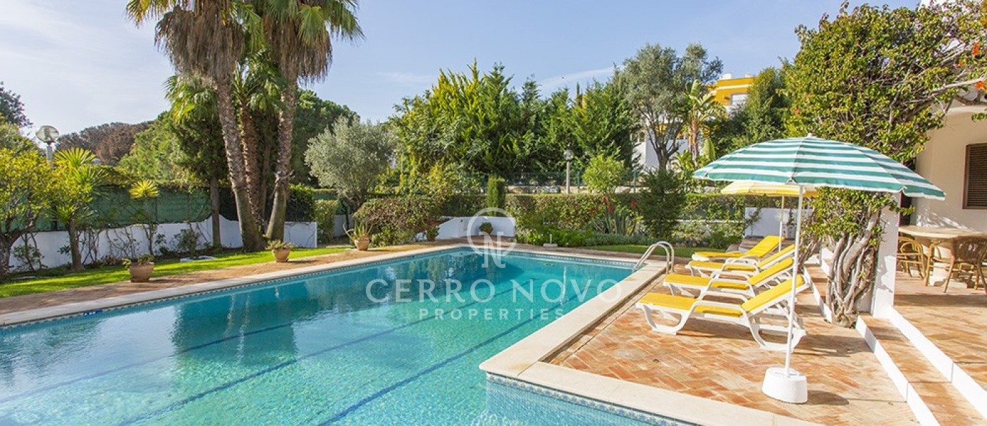 Three bedroom villa with heated pool in sought after holiday location