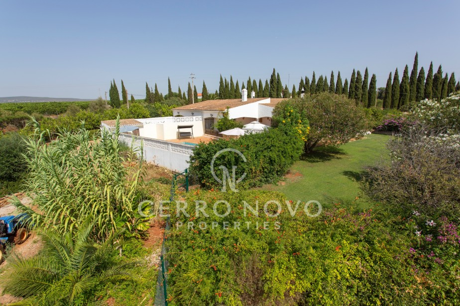 Fabulous Quinta with 15,000m2 plot, pool, garden and varieties of fruit trees