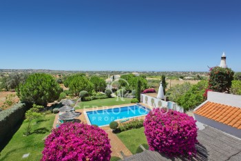 Beautiful five bedroom villa with wonderful landscaped gardens