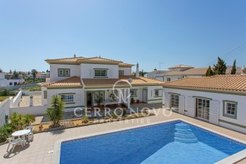 Large  villa with  pool and annexe in calm residential area