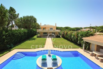 Fabulously impressive five bedroom private villa close to Falésia beach