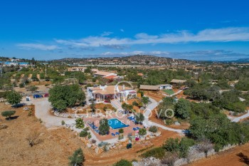 Unique estate with a lovely villa and three holiday lodges in Paderne