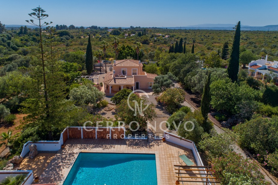 Immaculate three bedroom renovated villa with large garden and heated pool