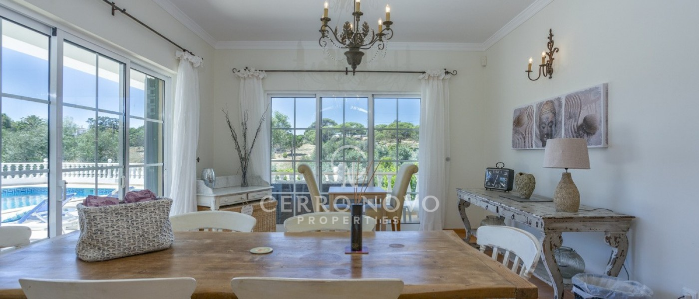 Fabulous V4 Villa with pool, close to beaches and amenities