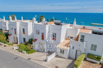 Lovely town villa with pool and stunning sea views