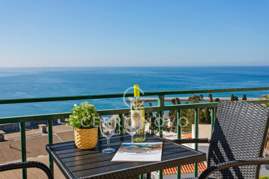 Superb top floor apartment with amazing sea views