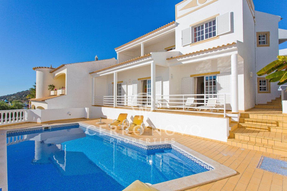 Spacious villa with pool and views over the Marina of Albufeira