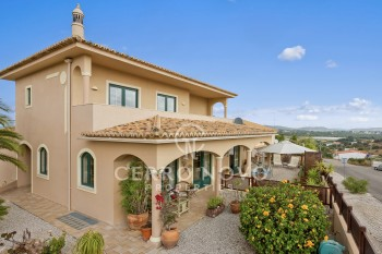 Large immaculate  (V3+1) villa with garage & Jacuzzi