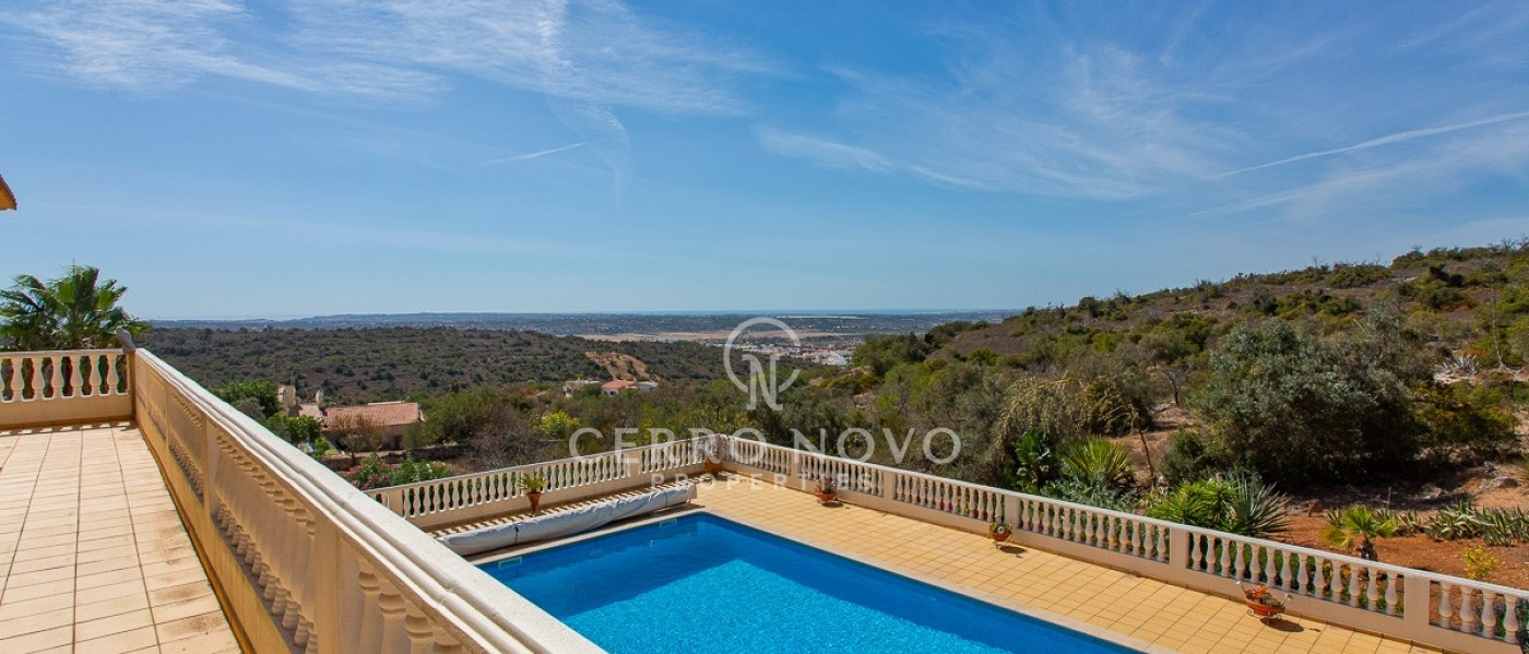 Large country villa with spectacular views to the coast