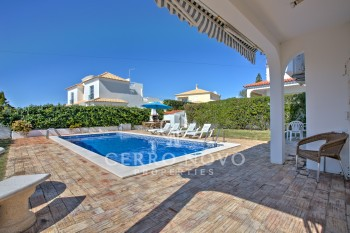 UNDER OFFER!!  Four bedroom villa located within walking distance of beach
