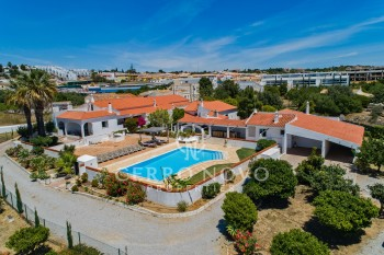 A single storey quinta style property in west Albufeira