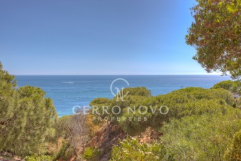 Front line cliff top villa with incredible sea views on substancial plot with direct beach access
