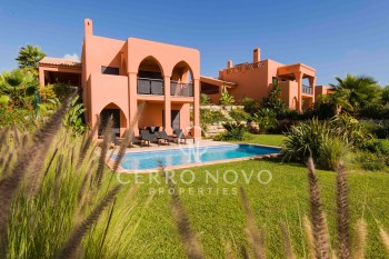 Three bedroom villa overlooking the golf course in the Algarve