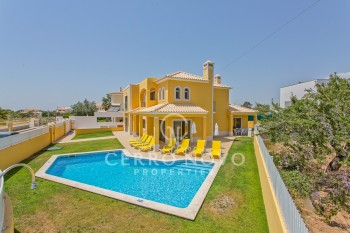 Stylish four bedroom villa with pool and garden