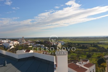 Spacious one bedroom, first floor apartment with distant sea views