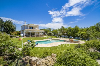 Elegant, four bedroom villa with pool, orchard and tennis court