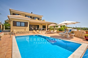 Five bedroom detached villa with countryside and sea views
