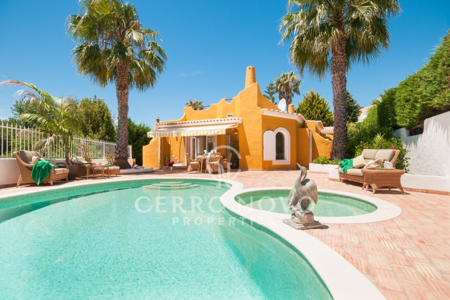 Exquisite three bedroom villa close to beaches
