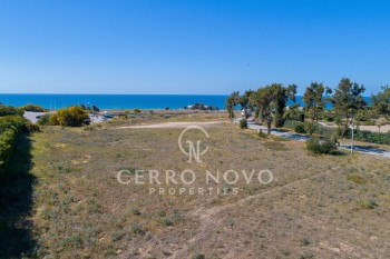 Plot with sea view close to the beach