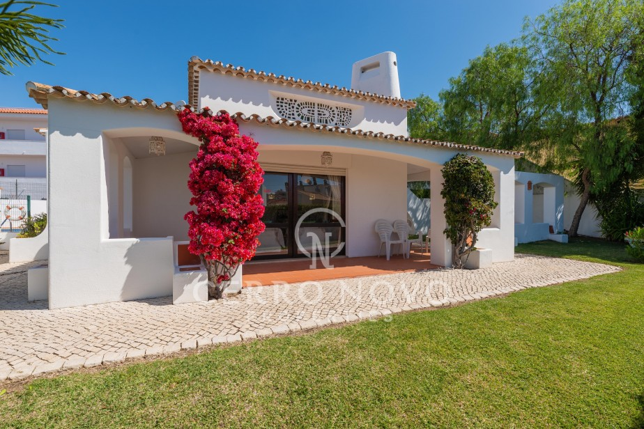 Three bedroom villa in central location, walking distance of the beach