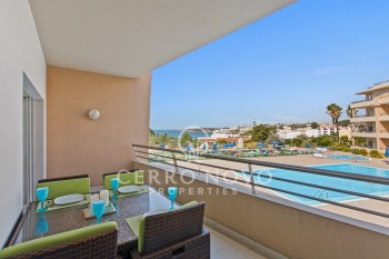 Apartment in quality development with superb sea views