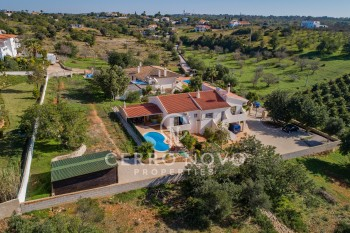 Superb villa in the countryside  with extensive views to the coast