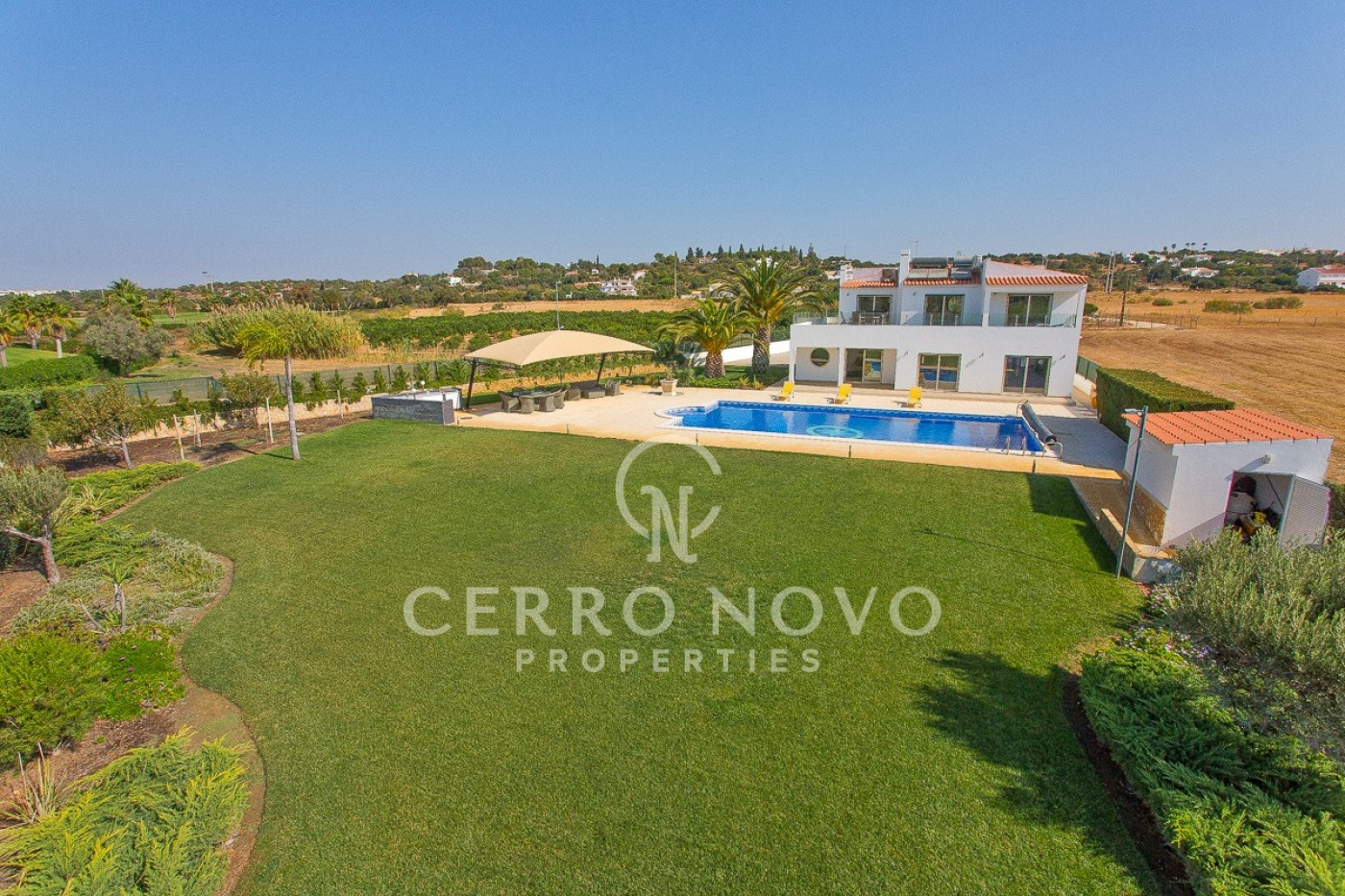 Secluded five bedroom villa in privileged position directly overlooking golf course