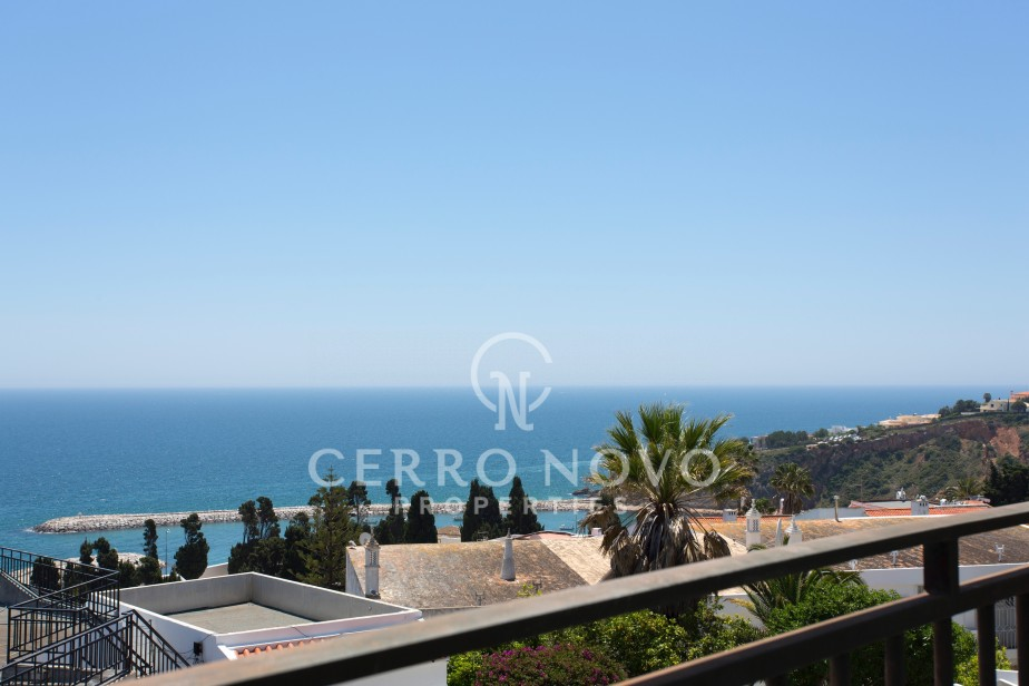 Two bedroom, sea view apartment in great, central location