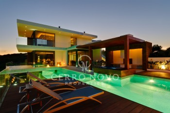 Six bedroom villa overlooking a golf course in the Algarve