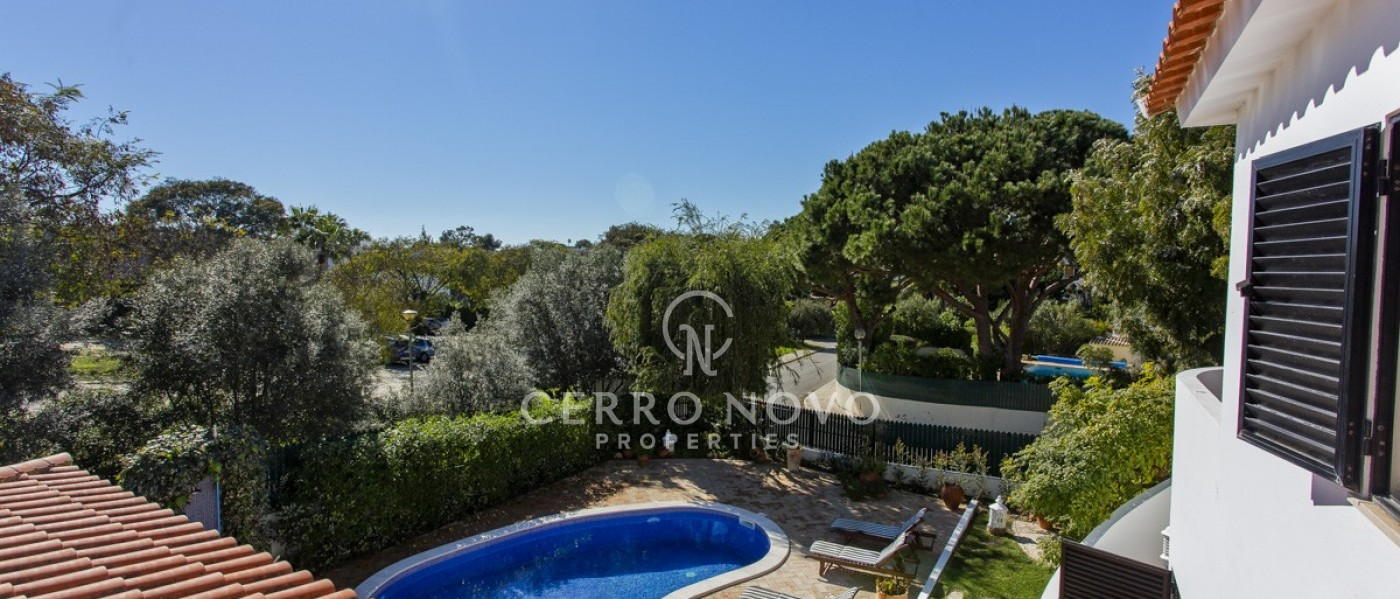 A large, luxury residence with heated pool close to Coelha Beach
