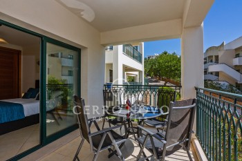 One bedroom apartment, partial sea view, pool & close old town