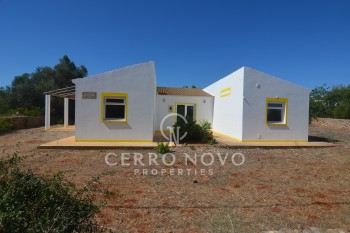 SOLD(STC)  Single storey  villa in the countryside near Algoz