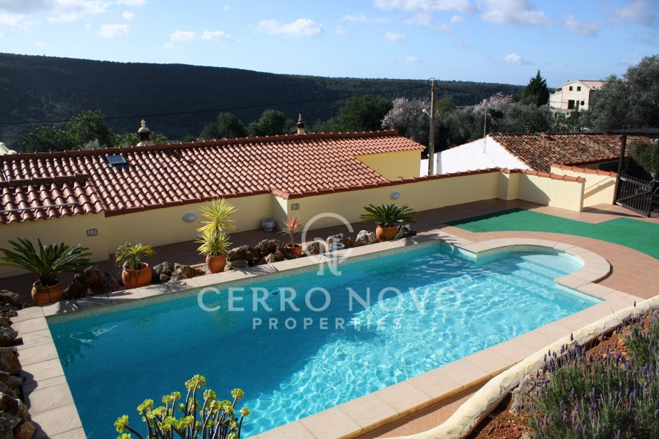 Lovely 3 bedroom property with pool and beautiful country views