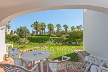 Under  offer! Large studio apartment walking distance of beautiful beaches