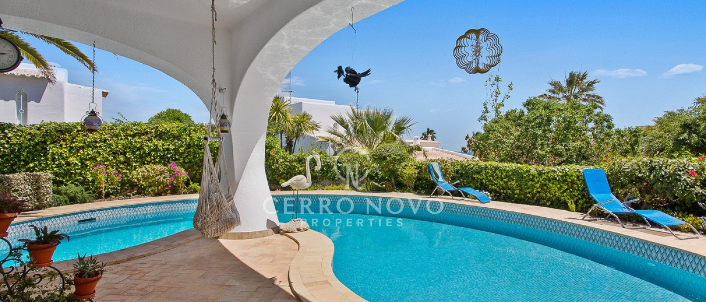 Attractive villa with private pool and sea view close to the beach