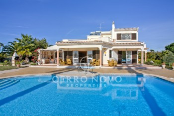 UNDER OFFER Wonderful spacious four bed villa with expansive gardens and feature pool
