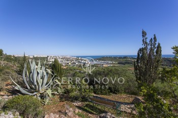 Plot with amazing sea views and approved project for modern villa