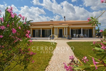 Superb four bedroom villa with pool, set on a large plot
