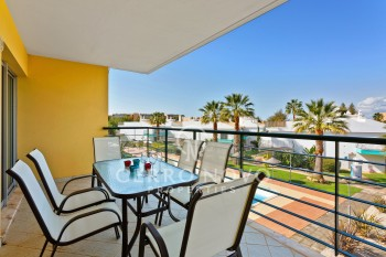 Spacious apartment with terrace close to Salgados golf course & beach