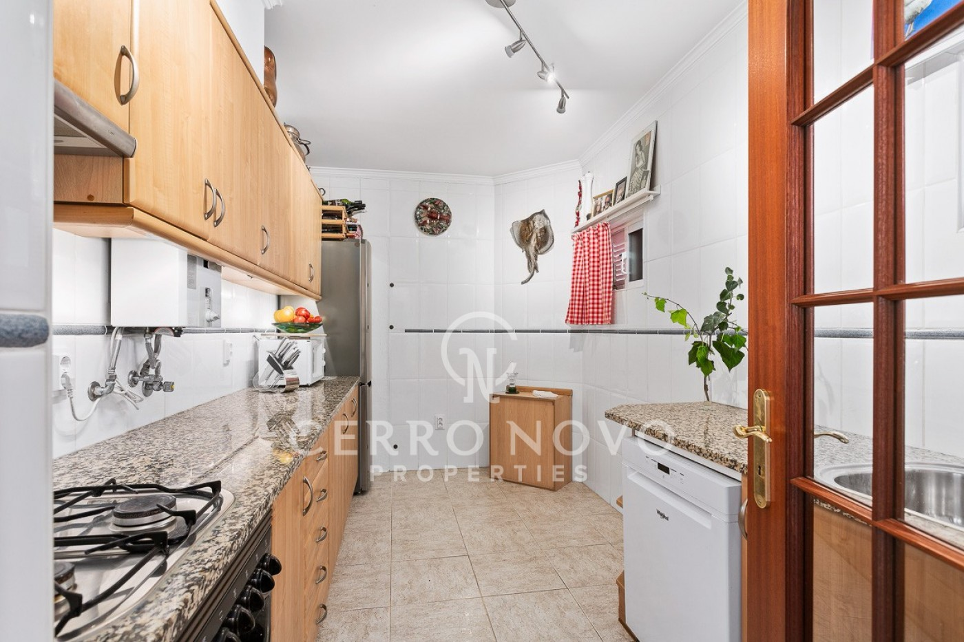 Spacious apartment with swimming pool in the old town