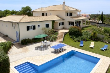 Spacious quality five bedroom  family  villa  in rural countryside