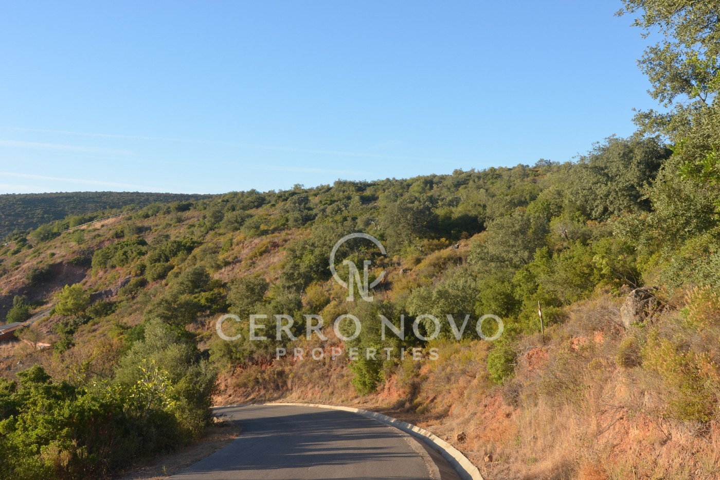Land of 33.740m2, with the possibility to build house of 350m2